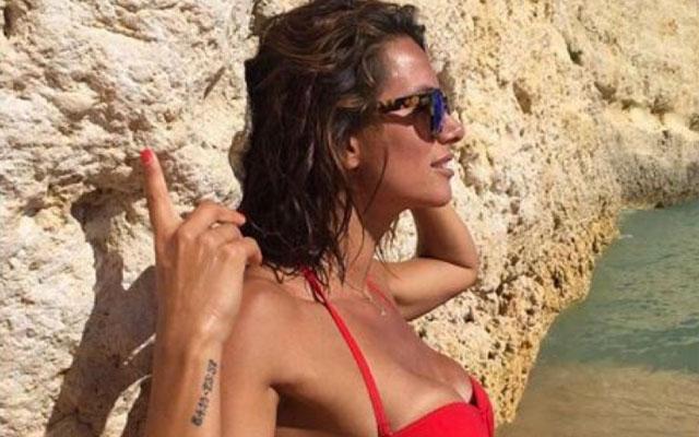 Claudia Vieira em Bikini Mostra estar em Grande Forma