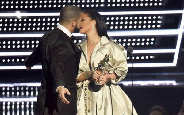 Drake Declara-se a Rihanna em Plena Cerimónia dos VMA