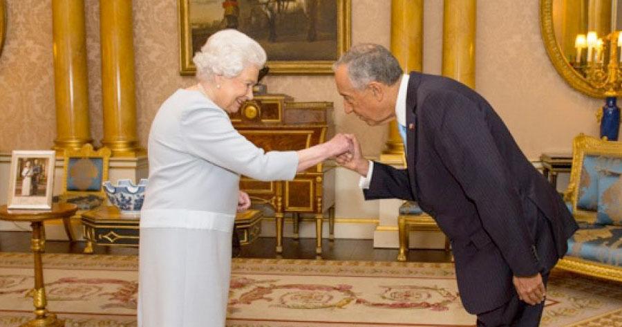 Resultado de imagem para marcelo com a rainha de inglaterra