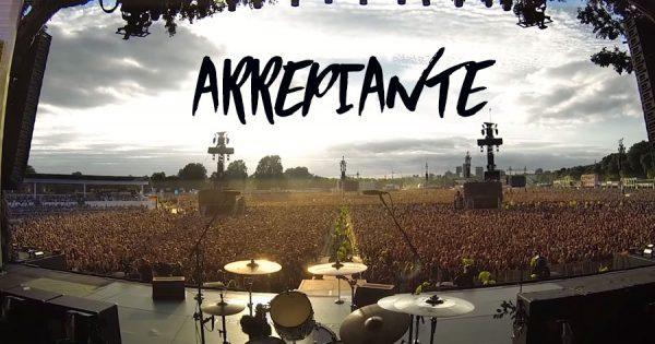 ARREPIANTE: Multidão canta Queen num Concerto dos Green Day