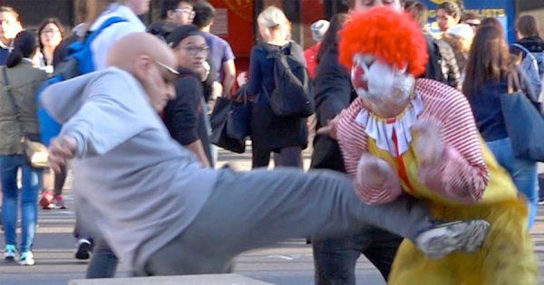 Mais emocionante do que o UFC: Palhaço contra velhote